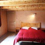 chambre lit double gîte du Poirier Vosges