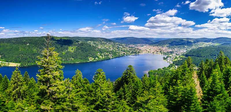 Gérardmer et son lac vue du ciel
